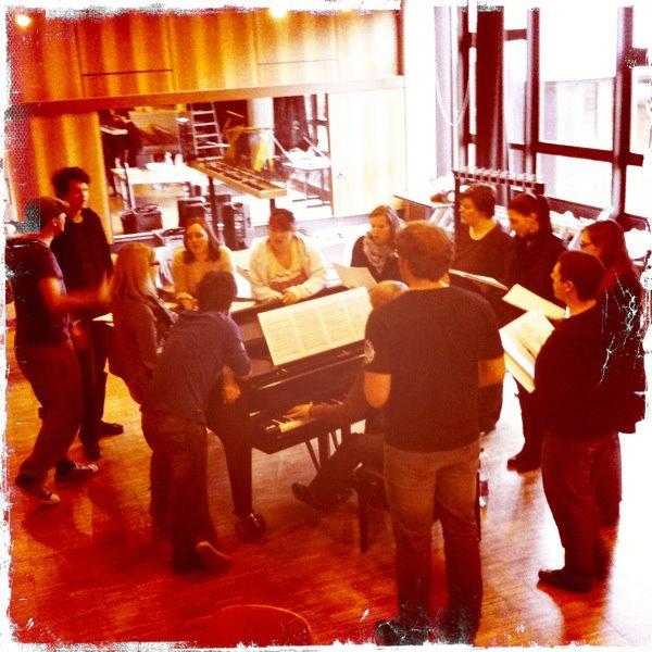Das Musical Ensemble Erft bei der Chorprobe am 15. Apri