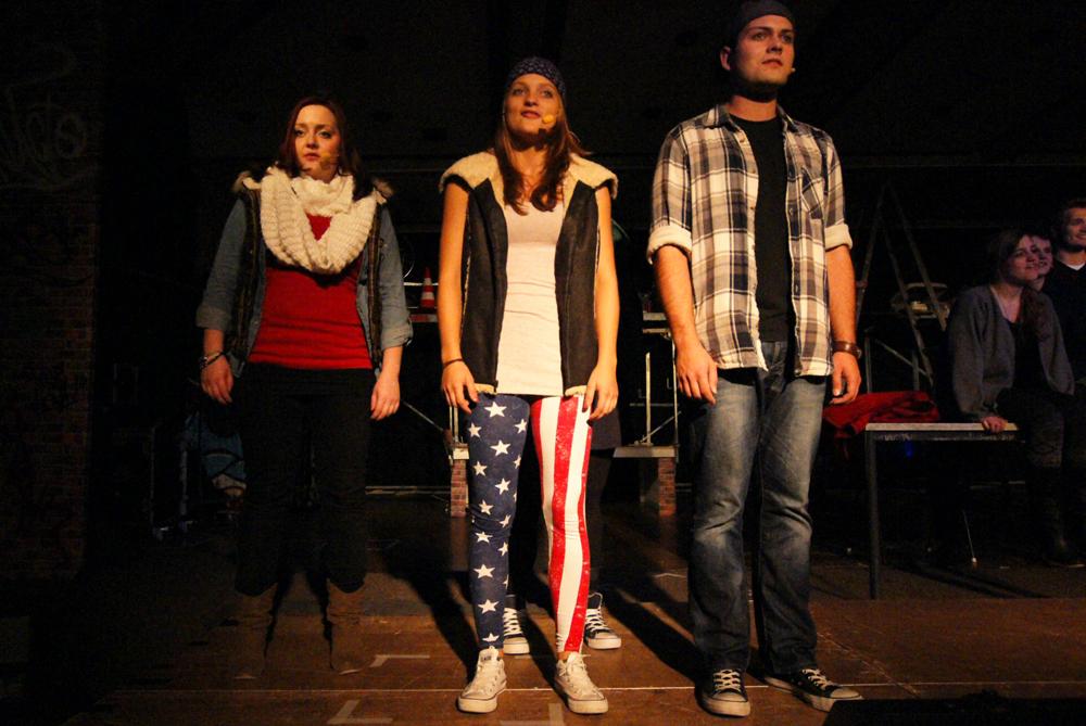 """Finale"" - Barbara Becker, Lydia Bremer, Tim Stranowsky - RENT - Musical Ensemble Erft, September 2012, Kerpen - (c)Bernd Woidtke"
