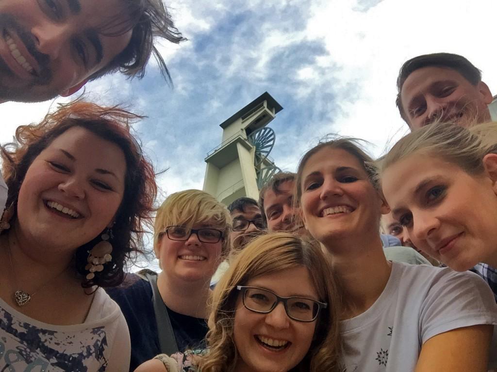 Strahlende Gesichter in Gelsenkirchen: Das Musical Ensemble Erft nach dem Probentag beim Sound of Music Chor.