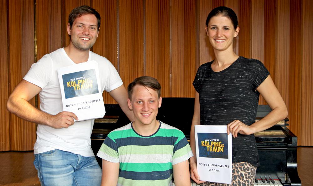 Freuen sich auf einen außergewöhnlichen Auftritt für das Musical Ensemble Erft: unser musikalischer Leiter Philipp Schwerhoff (Mitte) und die Vorstandsmitglieder Tim Stranowsky und Barbara Franck.