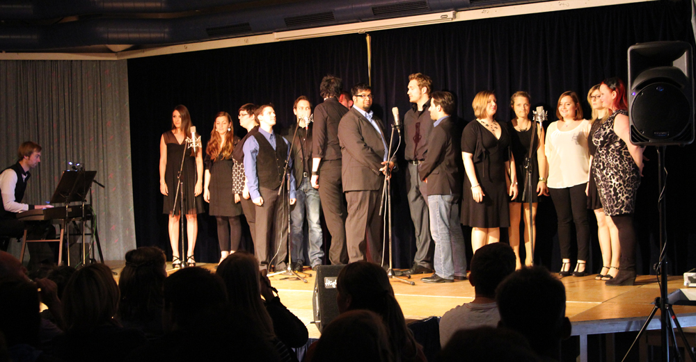 Das Ensemble beim ersten Song