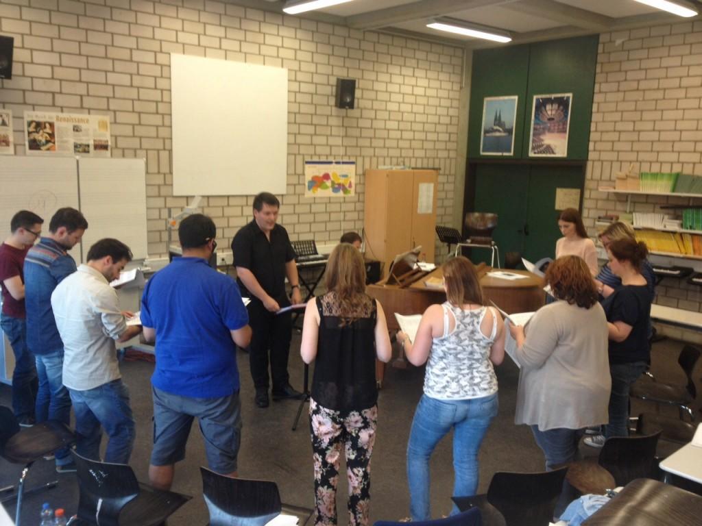 Besuch aus Bochum: Chorleiter Harald Schollmeyer hat für mächtig Spannung bei unserer heutigen Probe gesorgt.