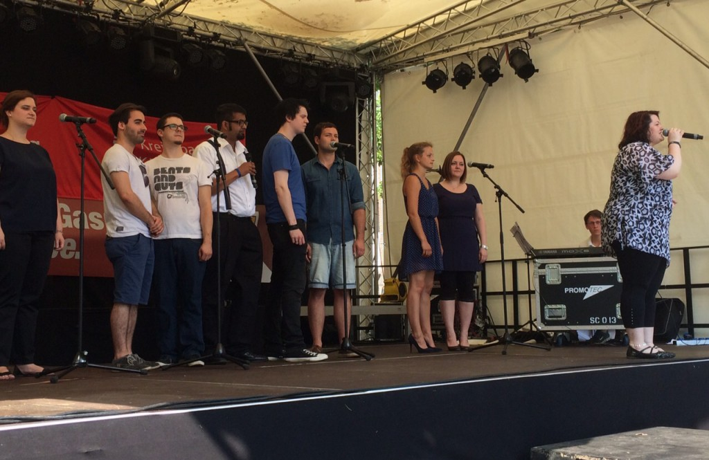 Das Musical Ensemble Erft auf dem Kerpener Stadtfest.
